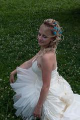 невеста на траве