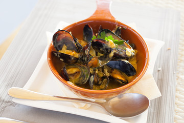 Mussles cooked in vine