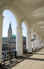 Alsterarkaden und Rathaus - Hamburg