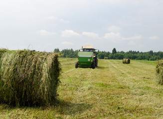 Straw bales agricultural machine gather hay