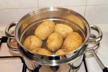 potatoes in cooking in boiling water