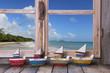 Sommerlicher Hintergrund Ozean mit Schiffen
