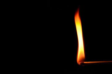 zuendholz mit hoher flamme