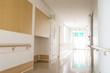 福祉施設の廊下 - 64468409