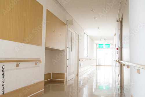 福祉 施 設 の 廊下