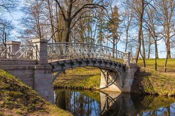Мост через речку в парке
