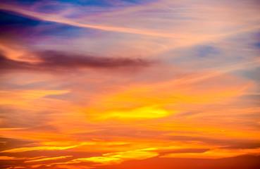Zachód słońca w chmury