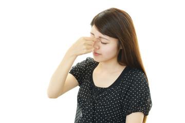 眼精疲労を訴える女性