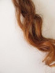Kastanienbraune Haarsträhne