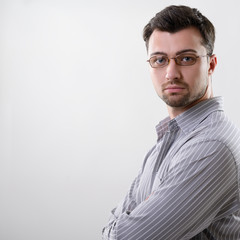 Handsome concentrated young business man, studio over gray backg