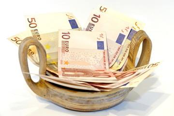 Bargeld als geschenk in griechischer kylix schale