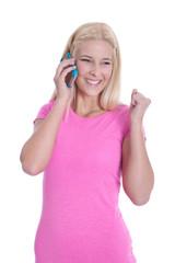 Lachendes junges Mädchen isoliert in Rosa mit Telefon