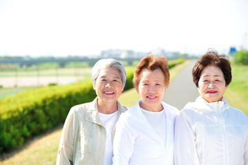 日本人高齢者女性3人のポートレート