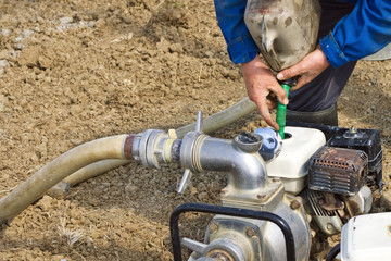 Worker refueling mobile water pump machine