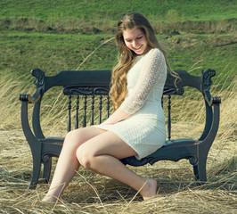 Красивая романтичная девушка на природе