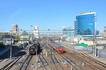 Москва-Павелецкая, паровоз и современный электропоезд в движении