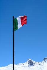 Bandiera italiana in alta montagna