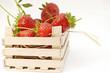frische Erdbeeren in einer Holzkiste
