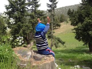 dağcı çocuk doğada