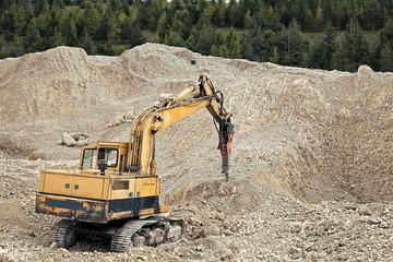 lavori di estrazione in miniera di inerti