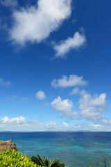 久高島の綺麗な海と夏空