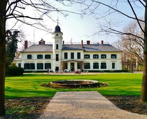 Britzer Schloss mit Park