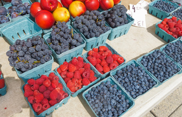 Organic Berries at farmers market