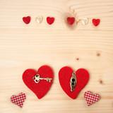Valentinstag: Herzen auf Holz