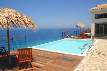 Villa mit Pool am Meer