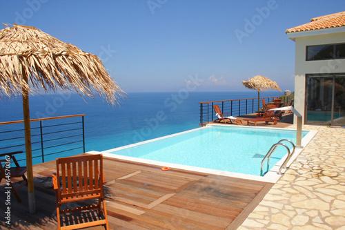 Villa mit Pool am Meer - 64570867