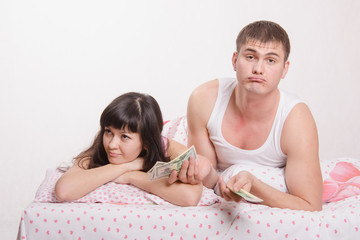 young couple is not enough money to buy an apartment