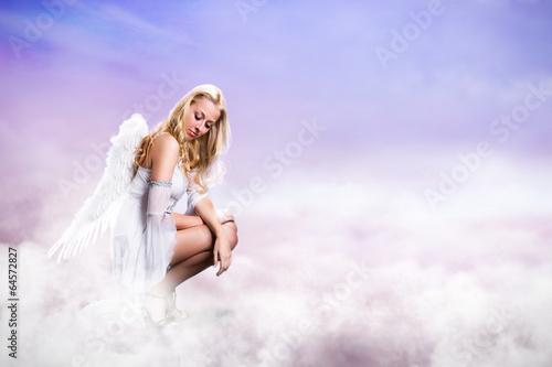 Engel über Wolken