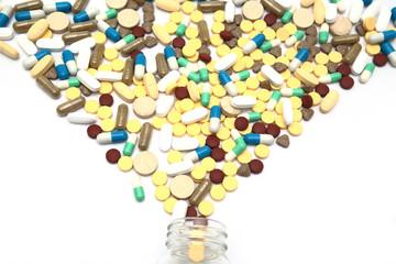 瓶から散る沢山の薬