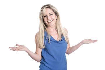 Glückliche lachende Frau mit langen blonden Haaren