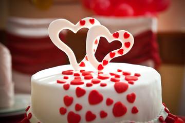 два сердца на торте