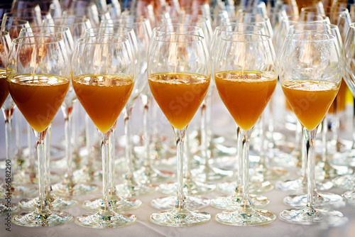 Bicchieri con aperitivo