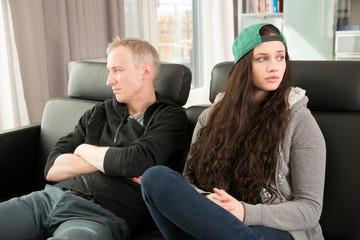 Vater und Tochter streiten