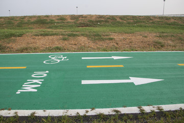 Green bicycle track with sign at 10 Kilometre