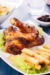 Chicken drumsticks with chips