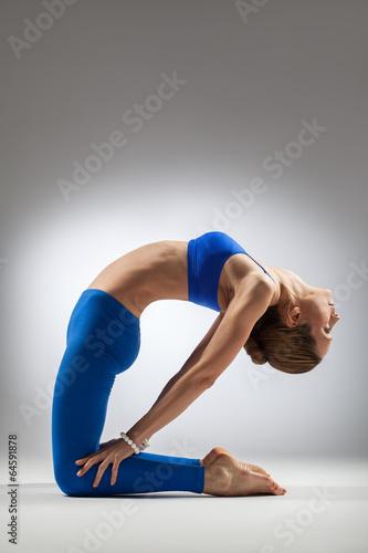 the yoga woman - 64591878
