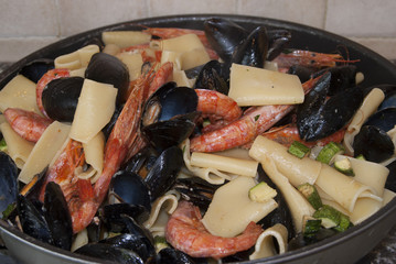 pasta with mussels prawns and zucchini