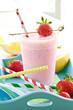 Leinwandbild Motiv Milchshake mit frischen Erdbeeren