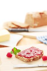 Brot mit Marmelade Frühstück