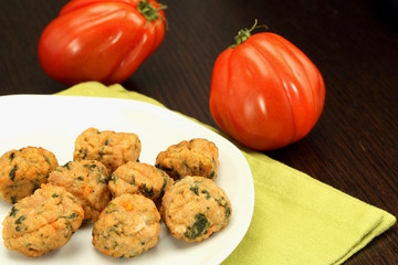Chicken meatballs with beefsteak tomatoes
