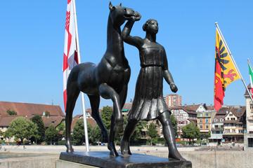 """Statue """"Amazone mit Pferd"""" an der Rheinbrücke Basel"""