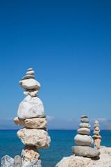 Balance - Steinpyramide am Meer