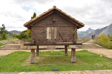 horreo de madera en asturias