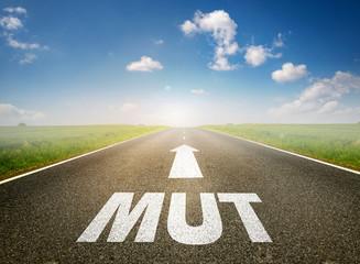 """Straße mit dem Wort """"MUT"""""""