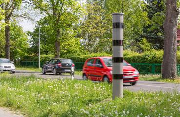 Rasende Autos und Radarfalle Blitzer