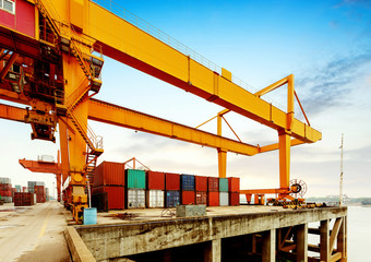 Cranes and container terminal on